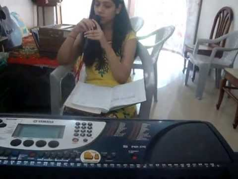 Akansha Saxena - an upcoming singer from Bhilai practises Tum...