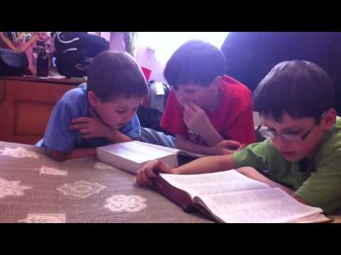 Изучение библии в семье