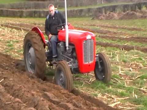 Ferguson FE35 Ploughing