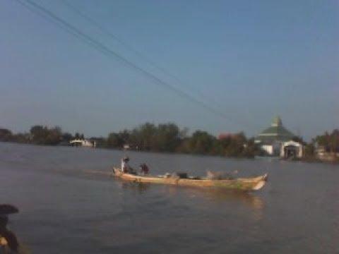 download lagu Jalan-jalan Menyebrangi Sungai Bengawan Solo Dengan Perahu gratis