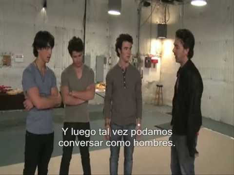 Jonas Brothers - A night at the museum 2 - Cherub Boot Camp (Español)