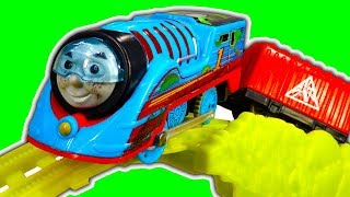 Thomas TrackMaster Turbo Jungle Set Temple Of Doom BIG Train Crashing Fun