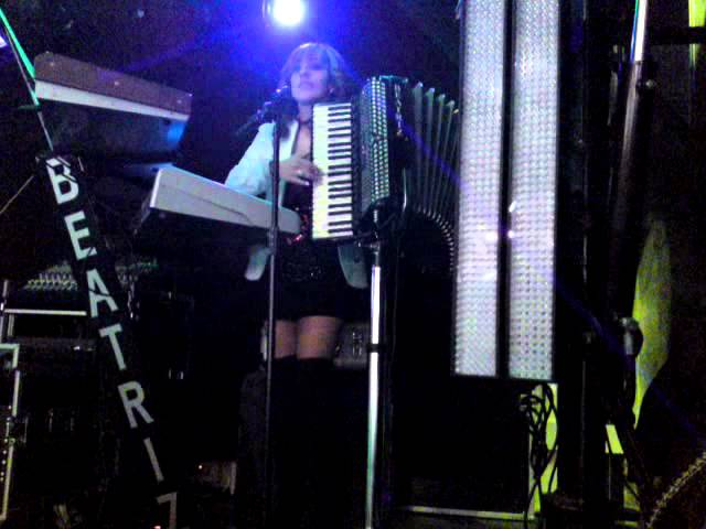 beatriz y su acordeon villajulian 2012.MP4