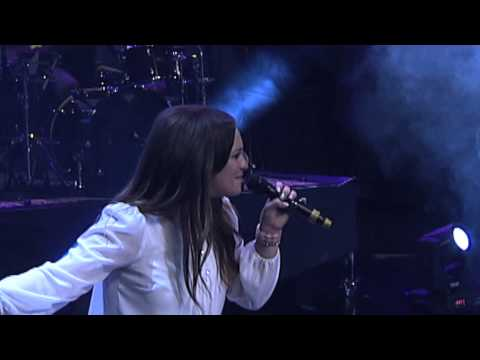 Redimi2 feat Christine D'Clario - El Nombre de Jesus (En vivo) 2014 @RealRedimi2 @ChristineDmusic