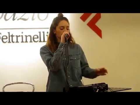 Francesca Michielin - Vulcano - Live la Feltrinelli Librerie (Napoli 20-01-2018)