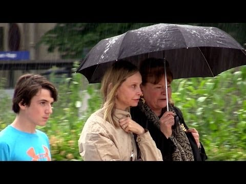 EXCLUSIVE : Calista Flockhart going to the sewers of Paris with son