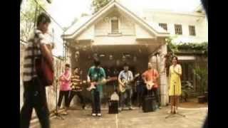 Watch Ang Bandang Shirley Theme Song video