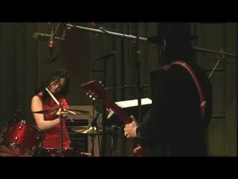 The White Stripes - Blue Orchid (Live @ London, 2005)