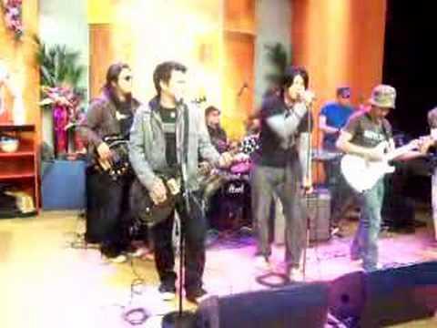Cueshe - Walang Yamang Mas Hihigit Sayo (Live at Unang Hirit