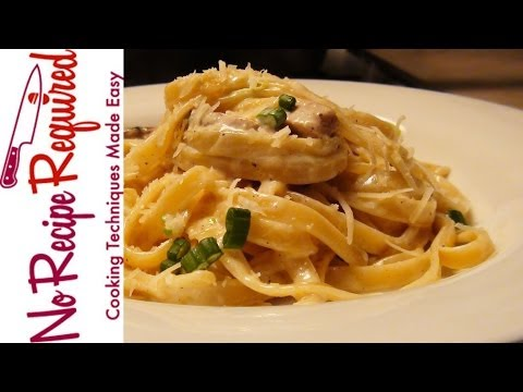 Fettucini (Fettuccine) Alfredo with Chicken