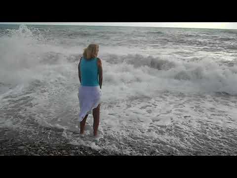 Черное море Агой, большие волны.