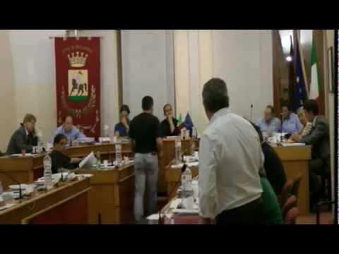 Intervento Francioni Consiglio Comunale Giulianova 11 giugno 2012 punto 3 Spiaggia per animali.flv