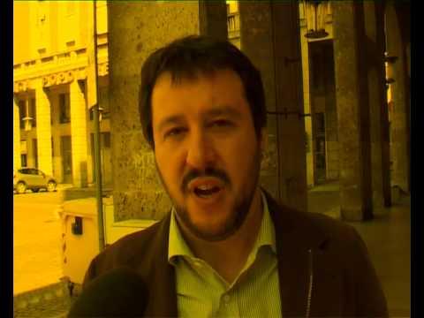 VIENI A FIRMARE - Salvini intervistato a Vercelli per la raccolta firme dei 5 referendum