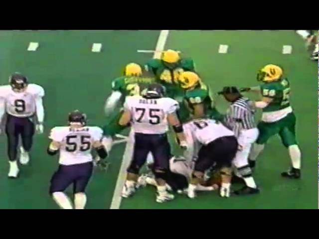 Oregon LB Aaron Cheuvront stuffs UW on 4th down 11-07-1998