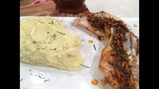 Pescado con ajos refritos y pure� de papas y coliflor