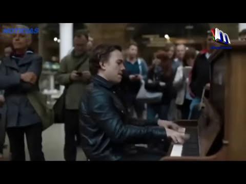 ¿Qué Pasa Cuando Un Pianista Profesional Prueba Un Piano Público?