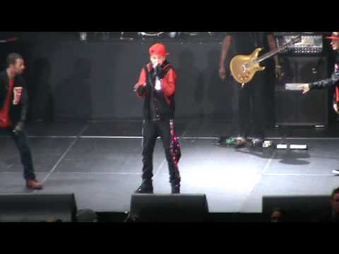 Look At Me Now (rap) + Baby - Justin Bieber  My World Tour Singapore video
