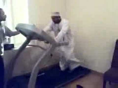 Arab guy doing gym