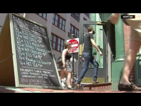 Diner owner scolds crying child, divides Internet