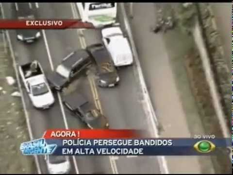 Stupid car chase in Brazil: Like GTA (police car crash)
