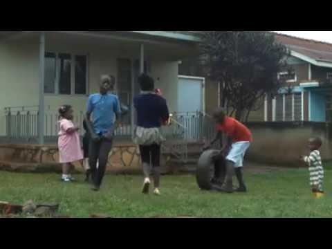 رقص اطفال افريقى رهيبييييب thumbnail