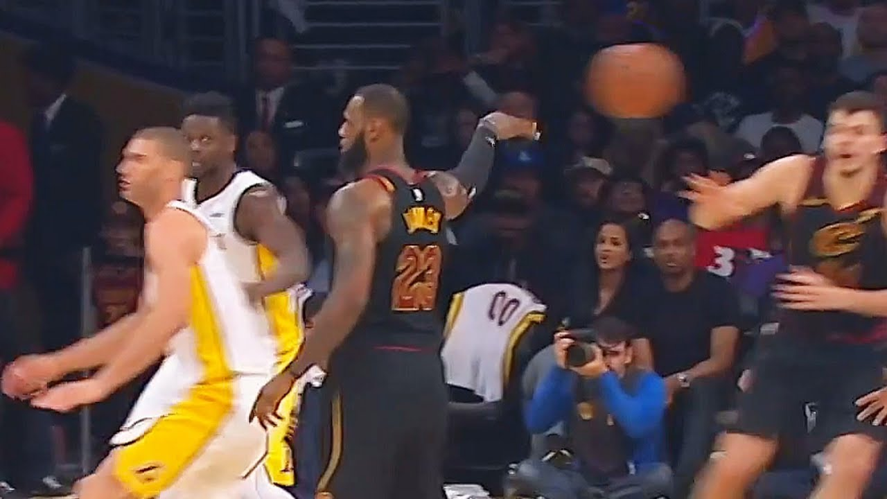 Lebron James Fools Every Single Guy On The LA Lakers With A NoLook Pass
