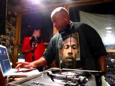DJ Premier on the 1's and 2's (Part 2 of 3) @ Fat Beats, NYC (The Final Day)