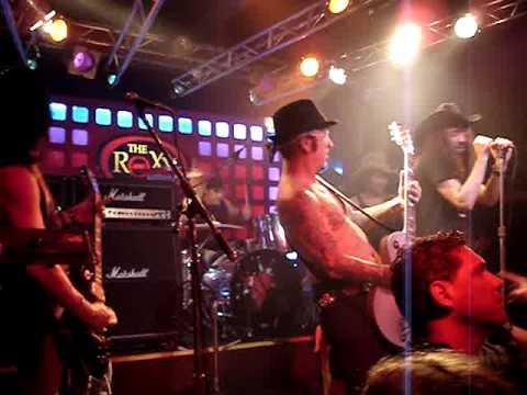Tracii Guns&Mario Ian - It's So Easy (Live Roxy Bs.As.)