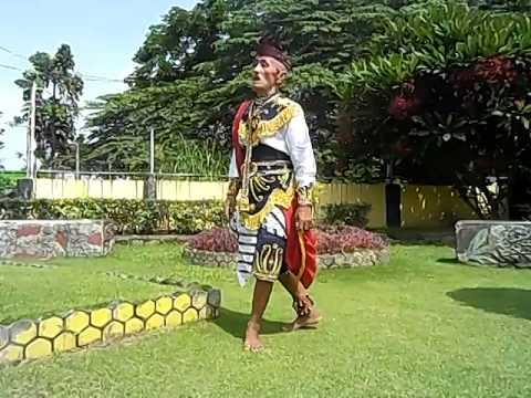 (1) Tari Remo Kakek Masduki Usia 80 Tahun Dari Bangkalan Madura video