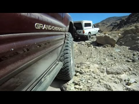 Off Roading in Death Valley - Jeep Grand Cherokee WJ vs Toyota Truck