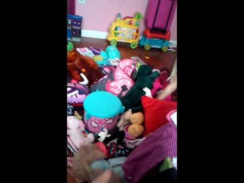 Sydney clean her room mostly bye herself.(3)