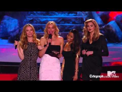 Zac Efron strips at MTV Movie Awards