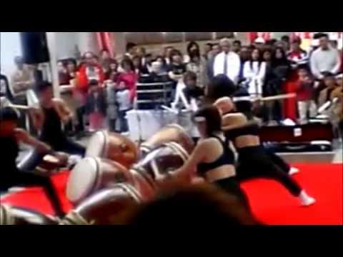 川崎駅構内で太鼓の演奏