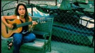 Watch Gloria Estefan Famous video