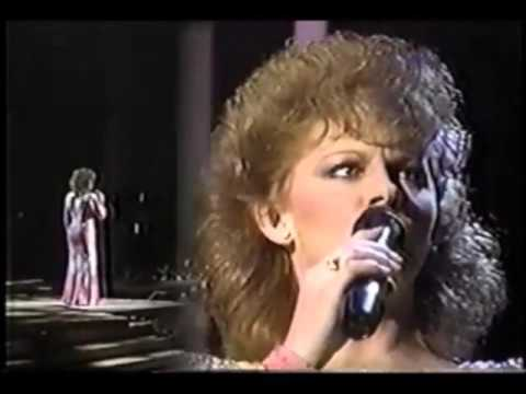 Reba McEntire - A Sunday Kind of Love [ Live | 1988 ]