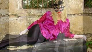 Beautiful Amateur Crossdresser in Pantyhose and High Heels Crossdressing Fashion.