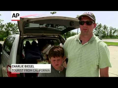 As Hurricane Arthur Nears, Vacationers Head Out