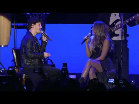 Colbie Caillat & Gavin DeGraw 'Baby It's Cold Outside' (performance)