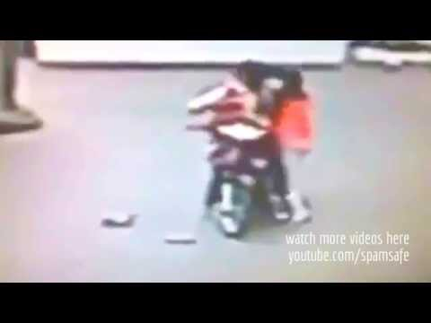 Rider thief steal girls bag & WHAT HAPPEN NEXT IS AMAZING :-)
