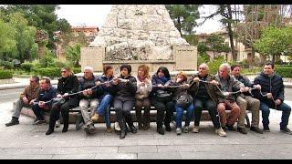 video Locri Sit-in di protesta davanti al Palazzo di Città di 15 lavoratori LSU/LPU sospesi dall'attività lavorativa per mancata contrattualizzazione. (immagini e montaggio di Enzo Lacopo © 2015)