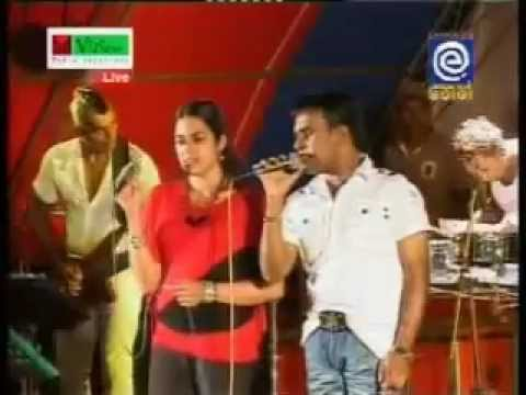 Roshan Fernando's wife (Thilini) for the 1st time on stage with Supem suwandak Lesin.flv