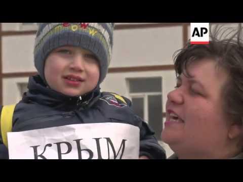 Pro-Ukraine demonstrations as tense region prepares for referendum