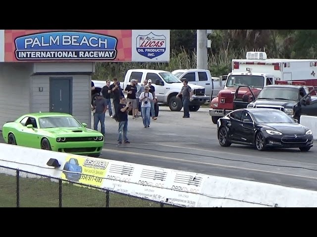 Tesla Model S P85D Sets 1/4 Mile World Record While Challenger Hellcat Goes up in Smoke Drag Racing