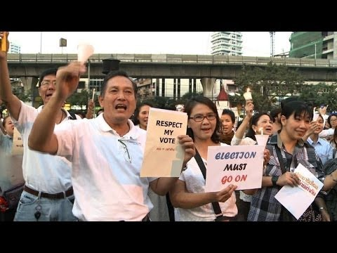 Hundreds of people turn out to show support for Thai election