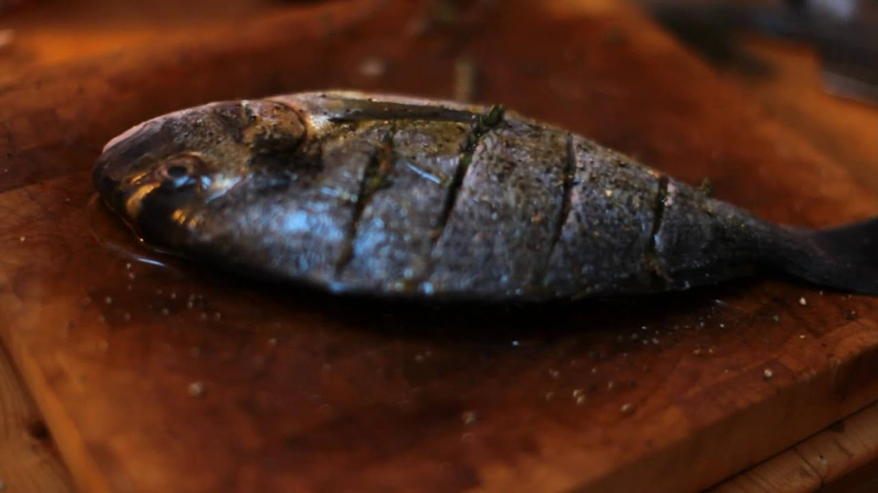 Roasted Sea Bream with thyme and lemon zest - YouTube