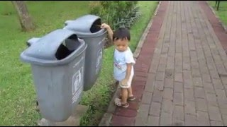 This Cute Boy Teach Adult How to Throw the Rubbish Properly