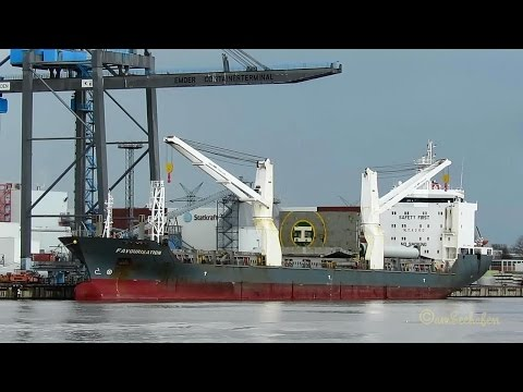cargo crane seaship FAVOURISATION D5AM6 IMO 9363546 discarging windcraft tower segments in Emden Por