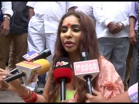 Actress Sri Reddy Protest At Telugu Film Chamber | IQlikMovies