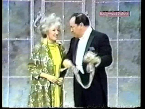 Phyllis Diller hosts Hollywood Palace 10-22-66 (3 of 5)