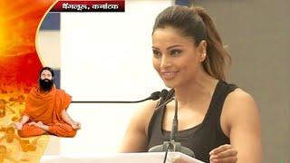 Actress Bipasha Basu Performs Yoga in International Yoga Day   Karnataka, Bangalore   21 June 2016